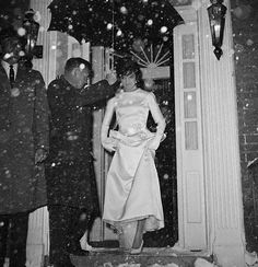 Jacqueline Kennedy Stepping Out Into Snow | More here: http://mylusciouslife.com/style-icon-jackie-bouvier-kennedy-onassis/