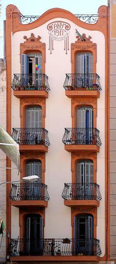 Casa Josefa Viñals i Díaz. Modernisme a Barcelona (Catalonia) - by Cris Figueired♥ Art Nouveau Architecture, Beautiful Architecture, Beautiful Buildings, Art And Architecture, Architecture Details, Deco Baroque, Art Nouveau Design, Antoni Gaudi, Windows And Doors