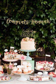 20 Birthday Cake, Birthday Cake Toppers, Women Birthday, Dessert Bars, Dessert Tables, Gold Dessert, Dessert Stand, Dessert Drinks, Wedding Desserts