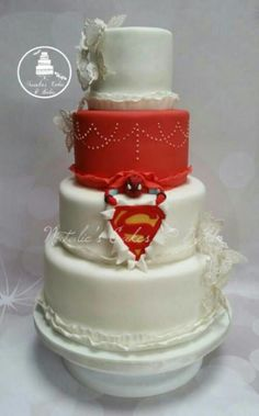 Spiderman and Superman featured on this wedding cake representing both the groom and the couples little boy. Unusual Wedding Cakes, Small Wedding Cakes, Exotic Wedding, Wedding Cake Rustic, Wedding Desserts, Superman Wedding Cake, Superhero Wedding Cake, Superhero Cake, Marvel Wedding