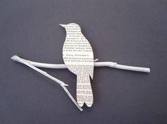 Shiloutte eine Vogels aus Zeitungspapier, newpaper silouette