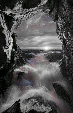Splash Photography, Color Photography, Black White Gold, Black And White Pictures, Color Splash Photo, Splash Images, Waterfall, Places To Visit, Desktop