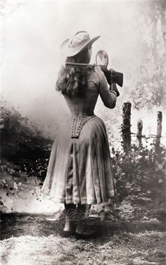 Annie Oakley... and her rifle.