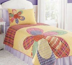 Patchwork In Bloom Spread Quilt Baby, Rag Quilt, Quilt Sets, Quilt Blocks, Quilting Projects, Quilting Designs, Flower Quilts, Girls Quilts, Kid Quilts