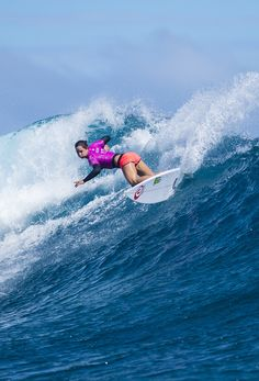 Tyler Wright #FijiPro this was when she was telling the mermaids to send her brother 2 perfect heats :)