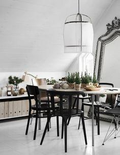 Comment adopter une déco de Noël scandinave minimaliste à travers quelques exemples d'intérieurs suédois et danois. Retrouvez des pistes déco !