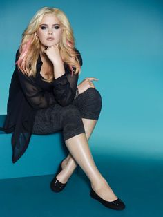 """Addition Elle, plus size, footwear""Love the hair, the confident/pensive pose and the all black look"