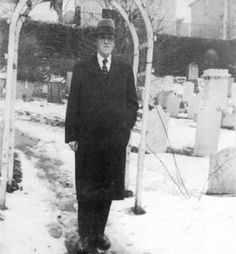 Lovecraft in cemetery .... source???