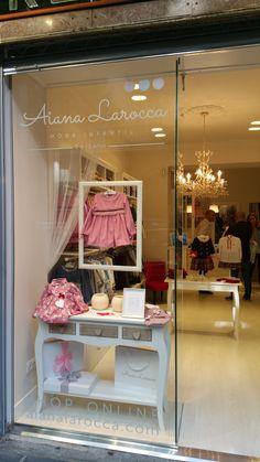 Boutique Interior, Ideas De Boutique, Clothing Store Interior, Clothing Store Design, Furniture Boutique, Kids Boutique, Boutique Design, Kids Store Display, Boutique Store Displays