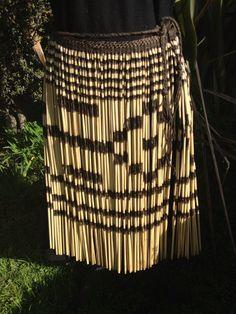 Piupiu New Zealand Flax, Tahitian Dance, Polynesian People, Maori Designs, Red Bone, Unity In Diversity, Maori Art, Kiwiana, Ethnic Dress