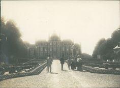 Château de Balleroy (Normandie): la façade sur la cour, vers 1901. Photographe inconnu, 85 x 115. eBay 351574929805 (Bruno Tartarin).