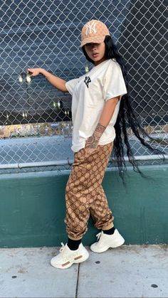 Street women styles for a beautiful day - Streetwear Fashion Trends, Outfit Ideas, Men and Women Models Gucci Outfits, Komplette Outfits, Tomboy Outfits, Chill Outfits, Dope Outfits, Trendy Outfits, Fashion Outfits, Gucci Dress, Cowgirl Style Outfits