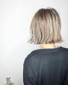トレンドのブラントカット。モードかつクールに仕上がるので、おしゃれさんに特に人気が高いヘアアスタイルですよね。そこに、ハイトーンカラーをプラスすることで一歩先行くおしゃれさんに仕上がること間違いナシ♭今回は、そんなハイトーン×ブラントカットのヘアカタログをたっぷり紹介します。