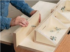 How to Make Easy-to-Build Shop-Made Router Tables - Free Woodworking Plans