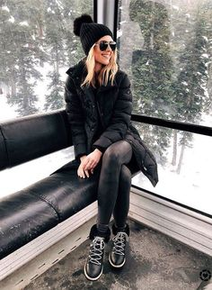 Winter Style // All-black winter outfit.