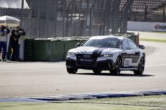 Audi hat einen weiteren bedeutenden Erfolg bei der Entwicklung zum pilotierten Fahren verzeichnet: Vor dem Saisonfinale der Deutschen Tourenwagen Masters (DTM) war der neueste Technikträger fahrerlos am physikalischen Limit unterwegs. ... Read More