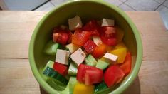 Gurke, Tomate, Apfel, Paprika und Naturtofu.