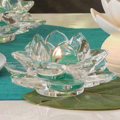 VOTIVKERZENHALTER LOTUS, PAAR Zwei Votivkerzenhalter aus Klarglas. H: 5 cm, Ø 12 cm. Für Votivkerzen und Teelichter.