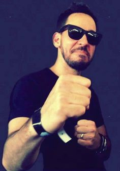 Mike Shinoda haha can't hold a straight face!