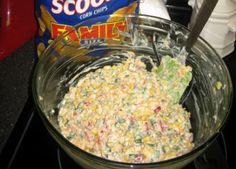 Its the best! People raved and wanted the recipe! Very easy, and feeds a crowd. Be sure to use Fritos scoops. Tortilla chips are not sturdy enough. Think Food, Love Food, Food For Thought, Yummy Appetizers, Appetizer Recipes, Appetizer Dips, Appetizers For A Crowd, Food For A Crowd, Fingers Food