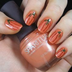 Pumpkin nail designs can be quite versatile and they are the perfect choice for the fall season.So, how about you try some of these nail designs? Thanksgiving Nail Designs, Thanksgiving Nails, French Nails, Beginner Nail Designs, Nail Art Courses, Pumpkin Nail Art, Nails 2015, Seasonal Nails, Holiday Nails