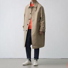Creating the Men Minimalist Fashion Wardrobe Trench Coat Outfit, Trench Coat Men, Big Men Fashion, Urban Fashion, Hipster Looks, Look Street Style, Minimal Outfit, Mens Style Guide, Men Looks