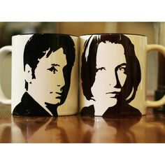 This Two cup set of sillouettw portraits of Gillian Anderson and David Duchovny.  Hand printed 9cm Two tone (black inside) stoneware cup with