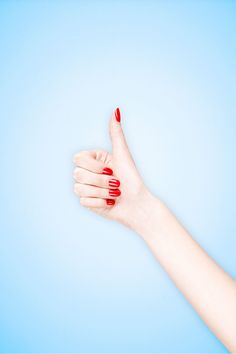 Wir sprühen vor Freude! Ab sofort gibt es Nagellack zum Aufsprühen. Damit wird eine Maniküre in 20 Sekunden möglich. GLAMOUR hat die Infos zum Trend I © Getty Images