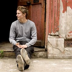 Listen to music from Ben Howard like Old Pine, Only Love & more. Find the latest tracks, albums, and images from Ben Howard. Popular People, Famous People, Ben Howard Old Pine, Music Love, My Music, Love My Man, Face Photo, Music Heals, Indie Music