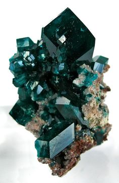 octahedr8n:  Dioptase from Namibia on The Arkenstone