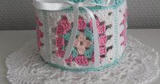 Dit patroon heb ik gehaakt met Catania 222 (roze), Phildar 0010 blanc, 0001 rosee, 0058 jade.  Haaknaald 3.    De Granny :    1.... Catania, Home Decor, Homemade Home Decor, Decoration Home, Interior Decorating