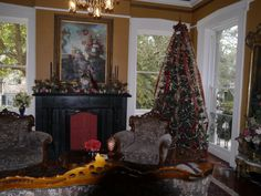 #Christmas tree in Zeigler House Inn's front parlor, #Savannah #Georgia #USA | Romantic Inns of Savannah member