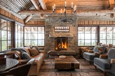 """Dubbed """"Freedom Lodge,"""" a couple's new Big Sky home is infused with family stories. Sky Home, Log Home Interiors, Rustic Cabin Decor, Log Decor, Log Cabin Homes, Log Cabins, Design Case, Design Design, Great Rooms"""