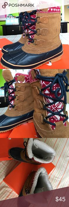Khombu boots never worn boots. Iv only worn once to try them on. They don't come in their box because that's how they came. Their size 6 and super comfy and comfy but right now I want to declutter since I already have boots ☺️ Khombu Shoes Winter & Rain Boots
