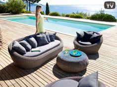 Very inviting garden furniture