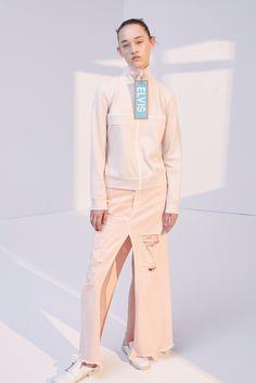 http://www.vogue.com/fashion-shows/resort-2018/dondup/slideshow/collection