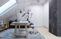 Fototapete weißes Pferd und Möbel aus hellem Holz