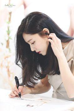 Korean Actresses, Korean Actors, Seo Ji Hye, Descendents Of The Sun, Instyle Magazine, Cosmopolitan Magazine, How To Apply Lipstick, Red Velvet Irene, Hyun Bin