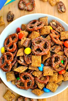 Cinnamon Sugar Snack Mix Recipe is perfect for satisfying your snack time cravings! Pretzels, pecans, candy, and cereal coated in cinnamon sugar make this mix so indulgent! Snack Mix Recipes, Yummy Snacks, Healthy Snacks, Dessert Recipes, Cooking Recipes, Snack Mixes, Bunco Snacks, Desserts, Cinnamon Pretzels