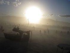 Пример ценовой дискриминации: повышение прайса на услуги автомоек в период фестиваля Burning Man. http://lpgenerator.ru/blog/2014/09/19/primer-cenovoj-diskriminacii-povyshenie-prajsa-na-uslugi-avtomoek-v-period-festivalya-burning-man/