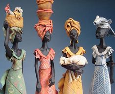 Inspired by her love for African culture, UK ceramicist Annie Peaker captures the beauty of African women in ceramic sculptures. Textile Sculpture, Sculpture Clay, Ceramic Sculptures, African Dolls, African American Dolls, African Crafts Kids, Africa Art, Unusual Art, Tropical Art