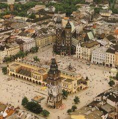 Krakow: the most lovely city of Poland - Cracovie: La plus belle ville de Pologne Germany Poland, Krakow Poland, Places To Travel, Travel Destinations, Places To Visit, Central Europe, Monuments, Intra Muros, Travel Inspiration