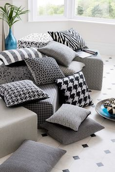 #monochrome #cushions #clarkeandclarke #black #white #ebony #interiors #interiordesign