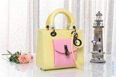 Сумка Dior Diorissimo женская кожаная, желтого цвета с розовыми накладными кармашками
