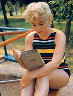 """beauvelvet: """" """"Marilyn Monroe reading Ulysses by James Joyce. Photographed in 1955 by Eve Arnold. """" She kept 'Ulysses' in her car and had been reading it for a long time. She said she loved the sound of it and would read it aloud to herself to try to. Marylin Monroe, Fotos Marilyn Monroe, James Joyce, Divas, Photos Rares, Ellen Von Unwerth, Annie Leibovitz, Woman Reading, Norma Jeane"""