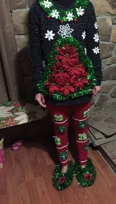 ugly Christmas sweater Ugly Christmas sweater diy Article Physique: Purses are the brand new footwea Tacky Christmas Party, Diy Ugly Christmas Sweater, Ugly Sweater Party, Christmas Costumes, Christmas Shirts, Christmas Clothes, Diy Christmas Outfits, Tacky Christmas Outfit, Christmas Diy