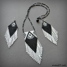Square peyote fringe pendant and Fringe triangle brick stitch earrings - Native American pattern Seed Bead Necklace, Seed Bead Jewelry, Beaded Jewelry, Handmade Jewelry, Beaded Necklace Patterns, Beaded Earrings, Peyote Stitch Patterns, Native American Earrings, Triangle Earrings