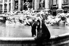 Il gesto d'amore di Fendi per la Città Eterna: ridare splendore a uno dei suoi monumenti più famosi, la Fontana di Trevi.  http://www.capolavoroitaliano.com/le-quattro-stagioni/inverno-da-scoprire/1716/fendi-for-fountains-il-dono-di-fendi-alla-sua-citta/