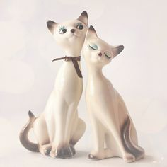 I love these vintage porcelain cats.