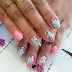 Mini rosinhas ..Feito a mão livre.. #unhasdecoradas #unhasdaleidynha #rosas #pink #matte #verde #luxo